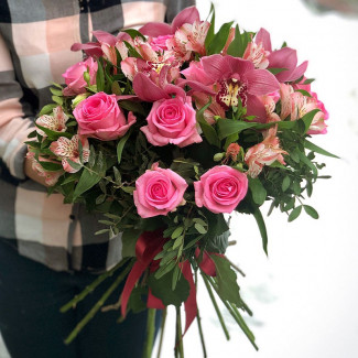 Bouquet with rose roses and orchids