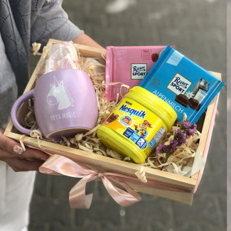 gift box with a mug and cacao picture